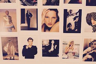 Zoom du mur sur L'exposition Vogue