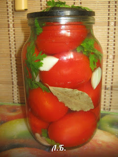 малосольные помидоры с чесноком и петрушкой
