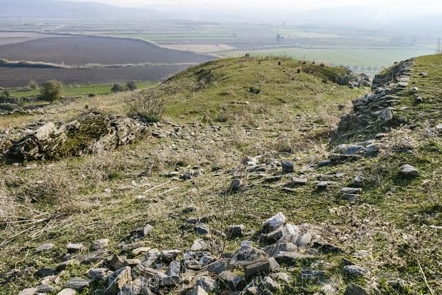 Restos del foso que otrora poseyera la muralla de la ciudad medieval.