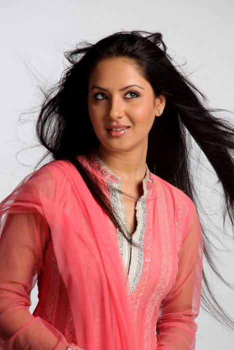 Pooja Bose In Jeans Sexy Pooja Bose Photos...