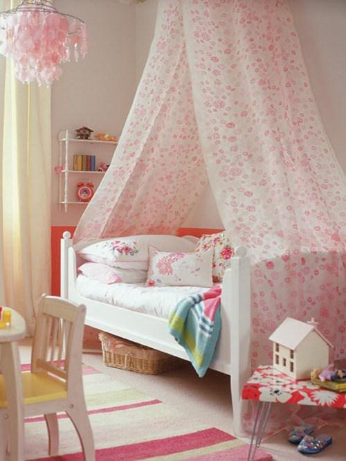 Quarto de menina rosa e branco delicado, cama com mosquiteiro, decoração, cor, estilos e muitas idéias