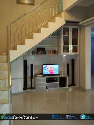Lemari bawah tangga dan kabinet TV