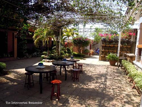 Puerto Princesa Travel Guide: al-fresco dining area at Baker's Hill
