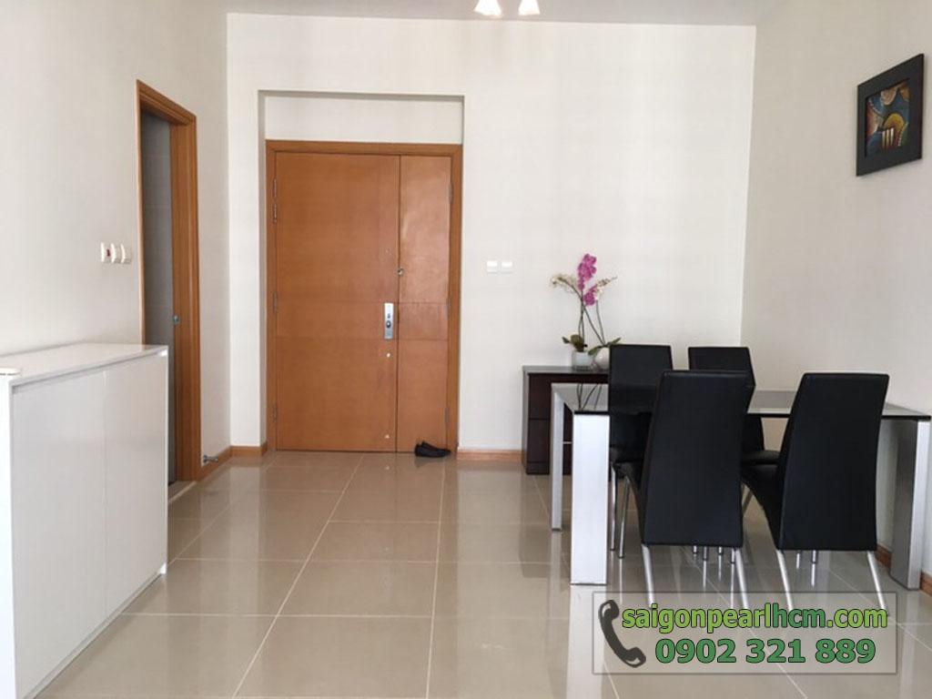 Saigon Pearl Ruby 2 cho thuê căn hộ 2PN lầu cao - bàn ăn gần cửa