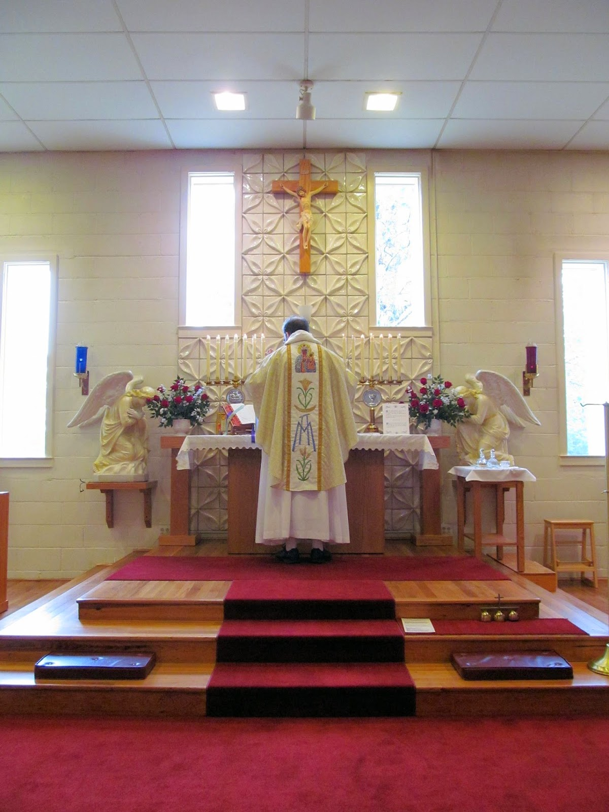New Liturgical Movement: Dominican Rite Mass at the Dominican