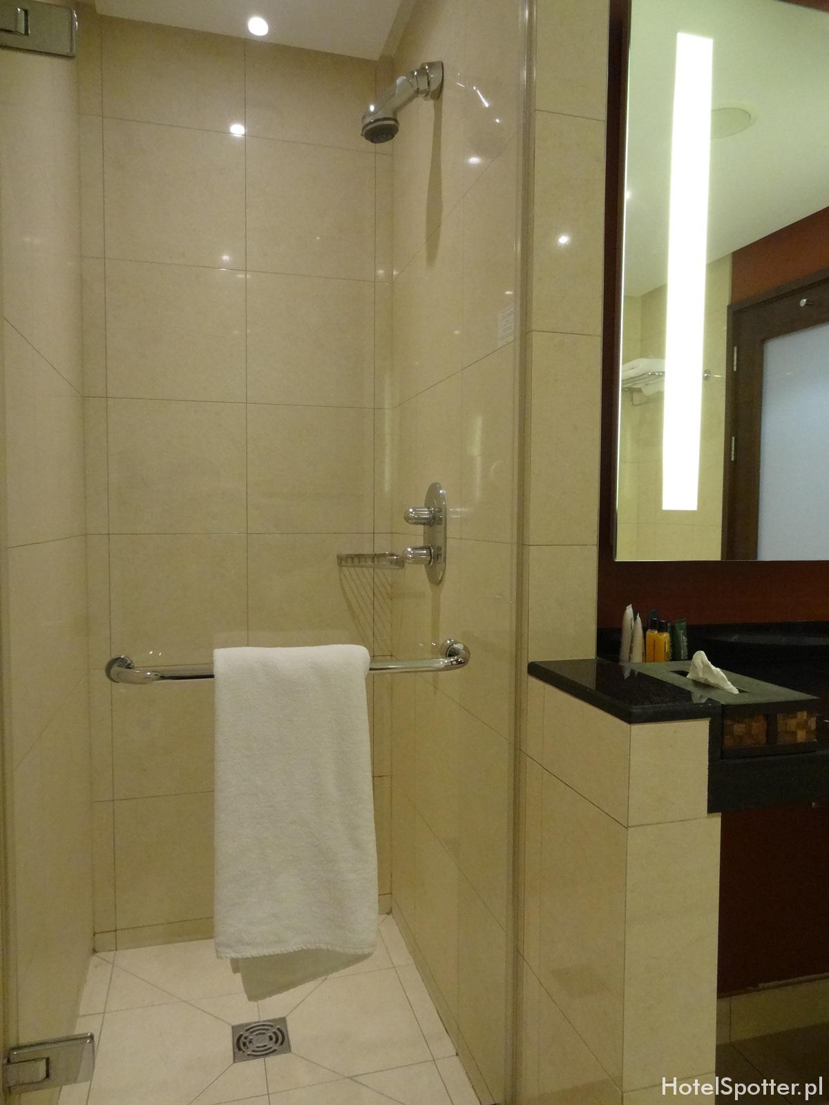 Hilton Warsaw Hotel - prysznic w lazience