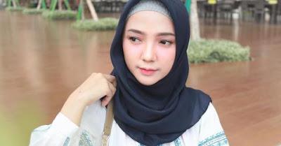 Mudah Dipadukan! Hijaber, Inilah Warna Hijab yang Wajib Kamu Punya