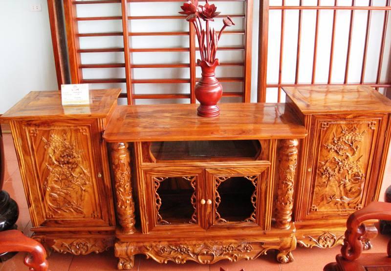 Kệ tủ tivi được làm từ gỗ tự nhiên đơn giản nhưng rất hiện đại