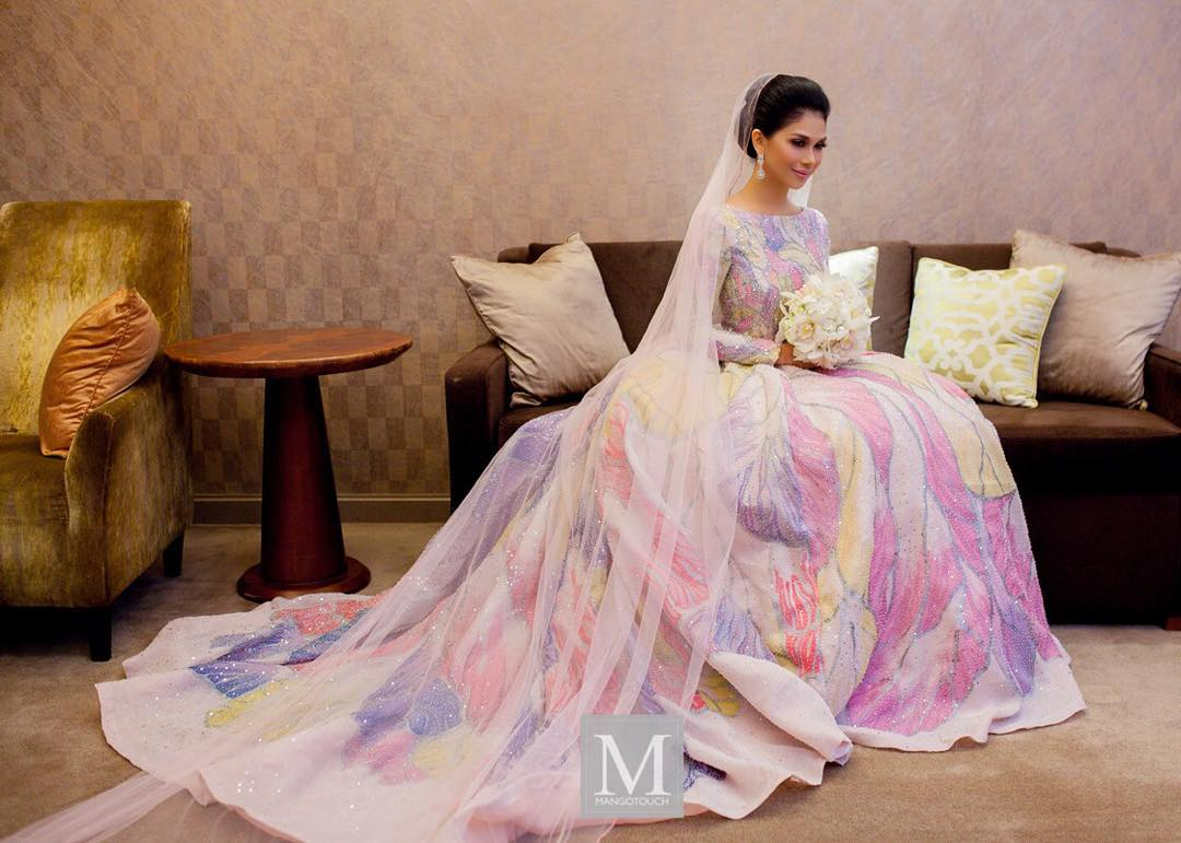 Wedding Dress Resepsi Anzalna Nasir Memukau  Inspirasi Barbie