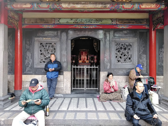 prayer meditation longshan temple taipei taiwan