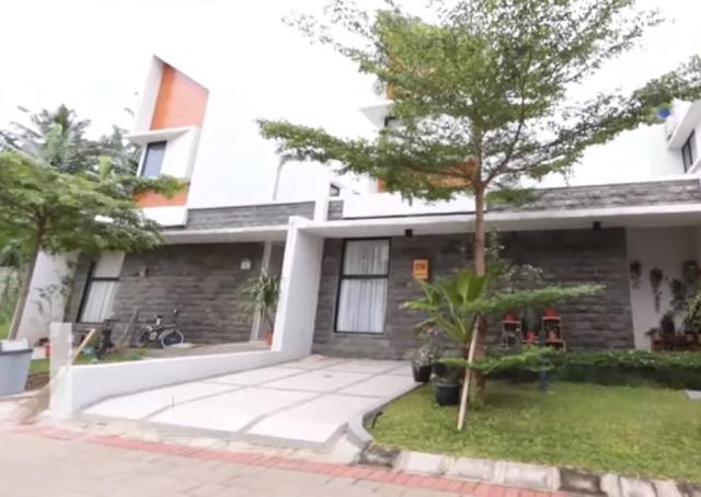 telah menjadi bab gaya hidup di aneka macam kepingan dunia tidak terkecuali di Indonesia Tropical Garden House