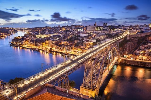 Viagem de trem de Barcelona a Porto