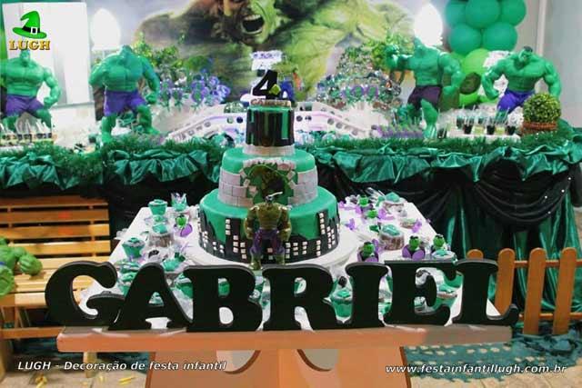Decoração da mesa do bolo de aniversário tema Hulk - Festa infantil