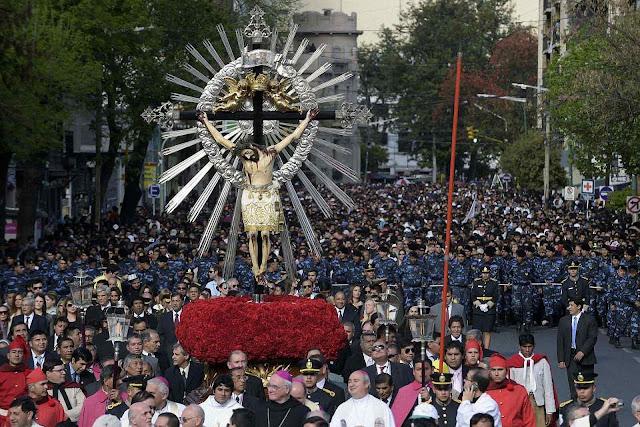 Procissão do Cristo do Milagro, Salta, Argentina, mais de 800 mil pessoas partecipando