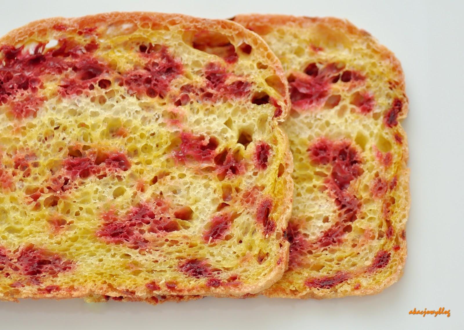 Chleb pszenny z burakiem.