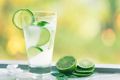 agua morna com limão