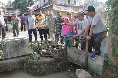Wabup Pringsewu Tinjau Lokasi Banjir Margabatin dan Ujung Gunung