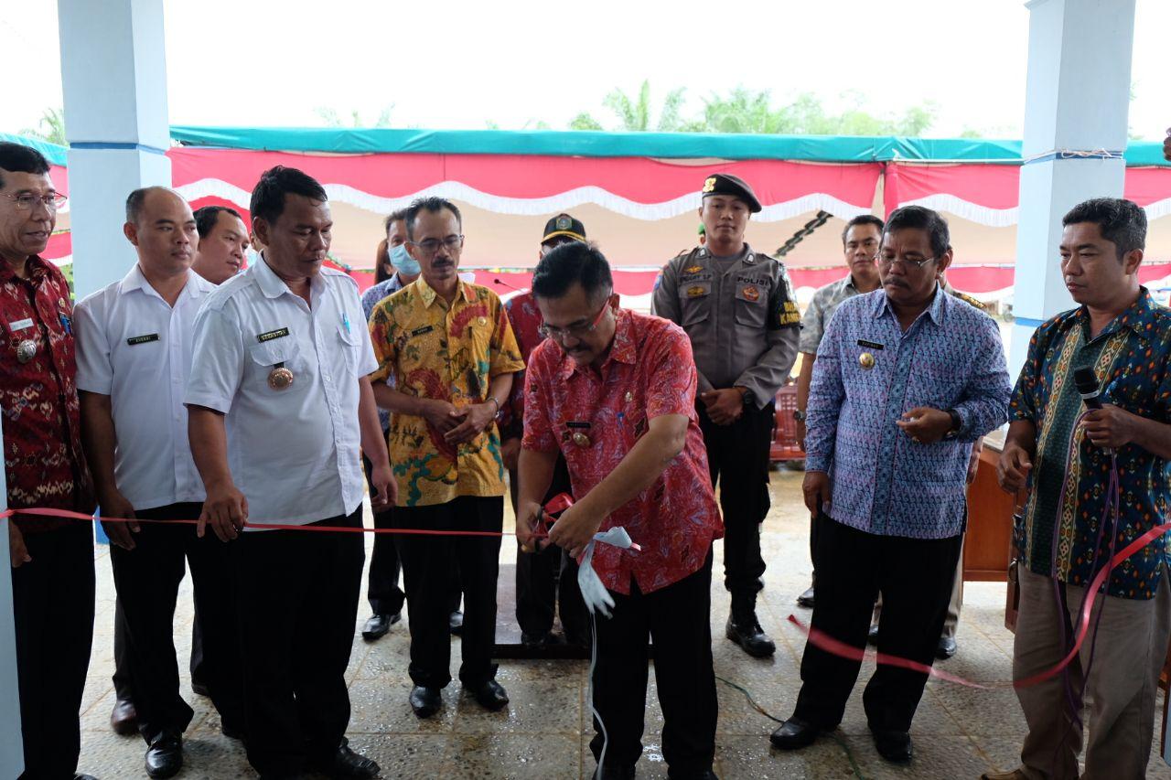 Foto 8: Peresmian Empat Pasar Rakyat di Kabupaten Sekadau di Resmikan oleh Bupati Sekadau, Jumat (6/4/2018).
