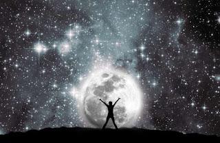 Ο Νόμος της Έλξης: Το σύμπαν ούτε ανταμείβει, ούτε τιμωρεί, ούτε συνωμοτεί