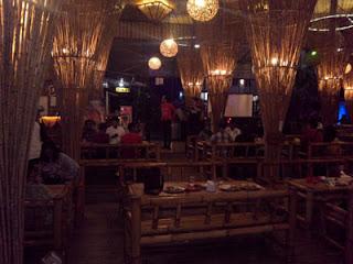Interior unik dari bambu di De Bamboo Resto and Cafe, Batu