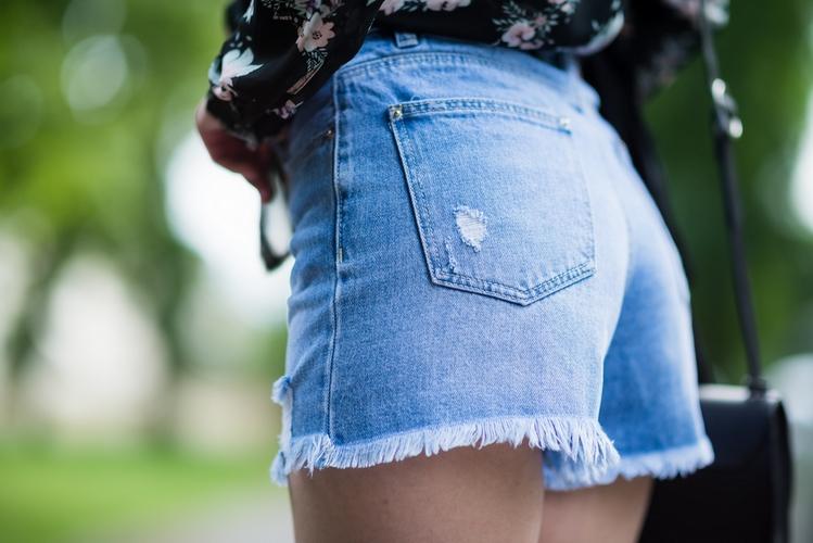 dżinsowe-szorty-stylizacja