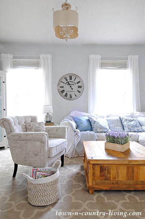farmhouse-summer-living-room