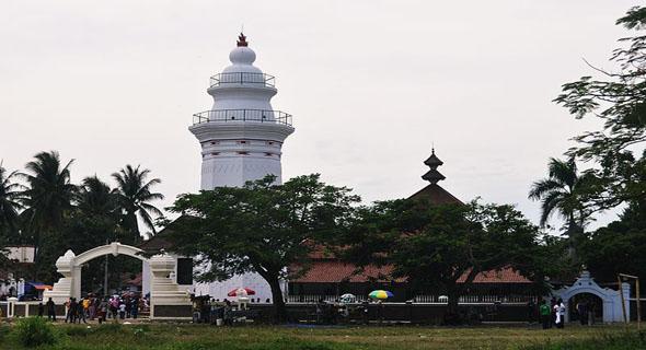Ada Apa Di Masjid Agung Banten, Mengapa Saat Liburan Dihujani Pengunjung