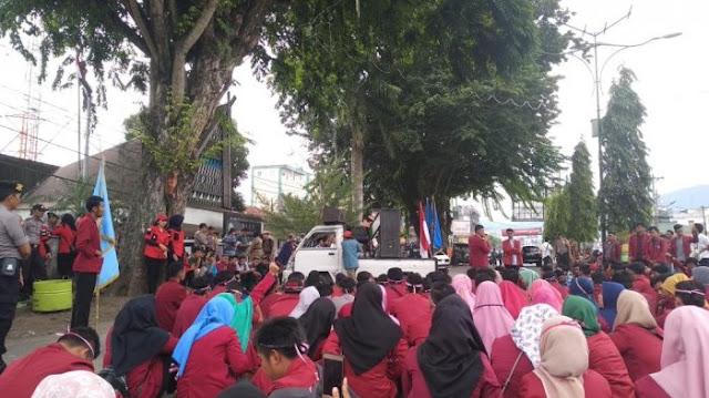 Mahasiswa Padang Sidimpuan Berdemo Desak Jokowi Stabilkan Ekonomi atau Mundur