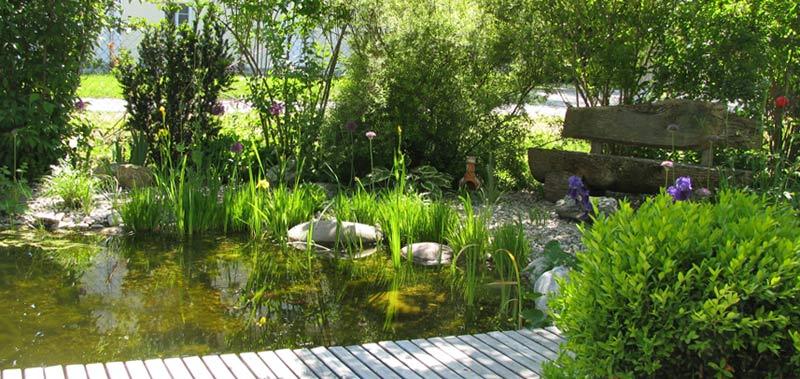 Gartenblog geniesser garten gartenteich sitzplatz holzdeck wege und stege - Gartenteiche fotos ...