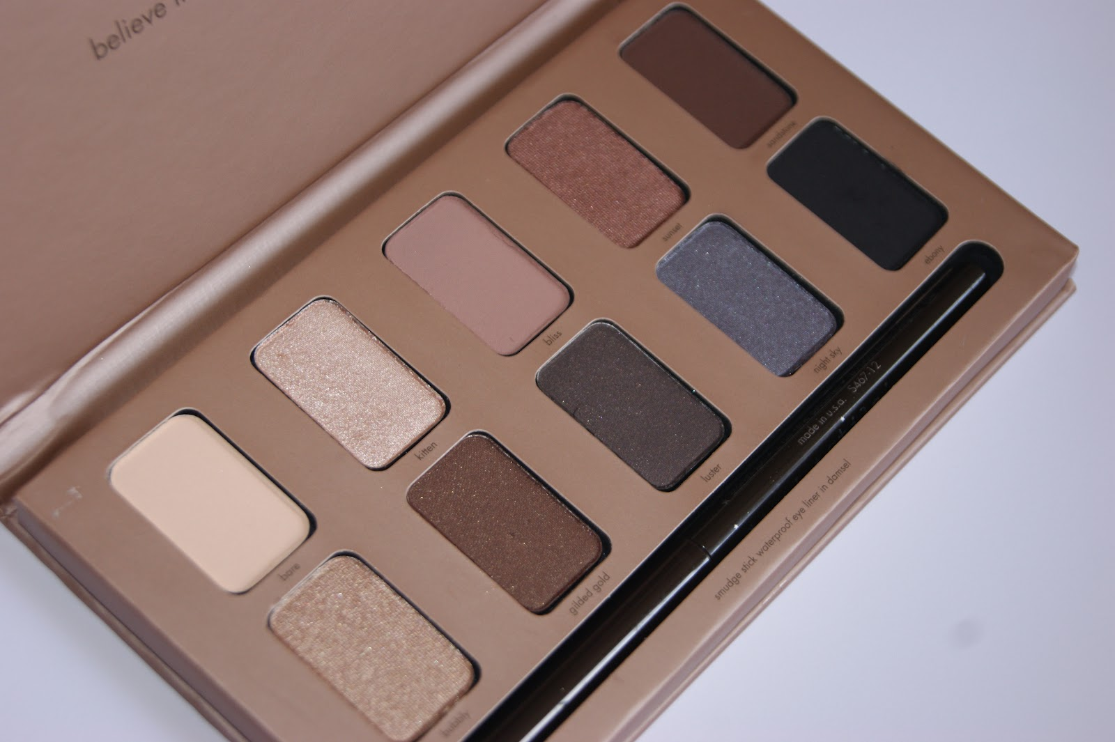 78f2195d731 As with most Stila products the packaging is very natural and minimalist in  style.