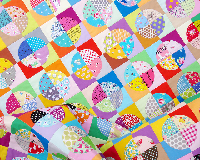 Confetti Drunkard's Path Quilt | Red Pepper Quilts 2016