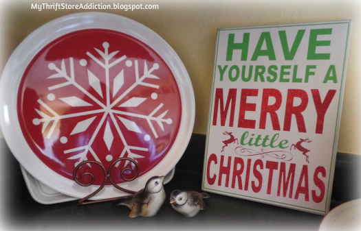 A Holly Jolly Jadeite Kitchen mythriftstoreaddiction.blogspot.com Festive vintage inspired Christmas sign and tray