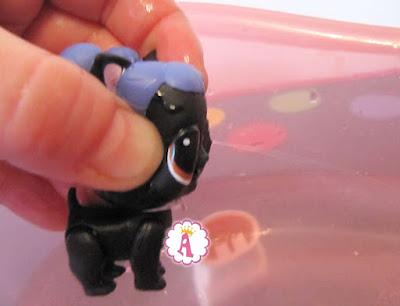 Бетмен LOL Surprise 3 серия 1 волна собака с черными крыльями