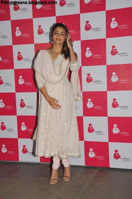 white salwar kameez photo of alia bhatt
