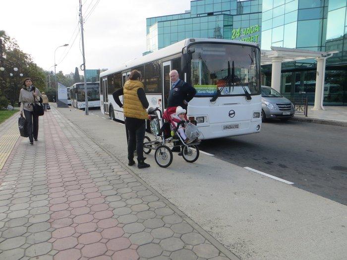 трехколесный велосипед, чтобы ездить с ребенком