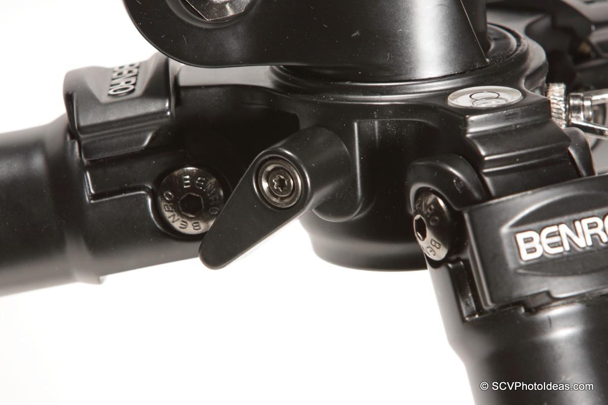 Benro A-298EX legs hub panning base & lock lever detail
