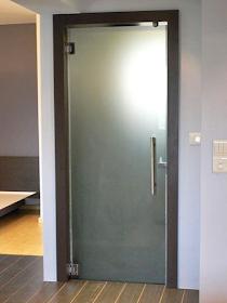 Lebih Baik Pintu Kamar Mandi PVC, Kaca Atau Alumunium - Pintu kamar mandi kaca