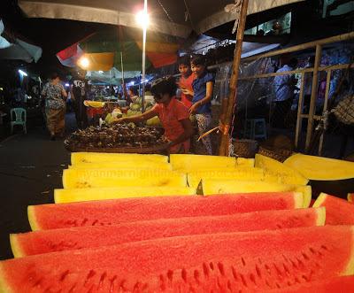 Myanmar vegetarian food at the night market