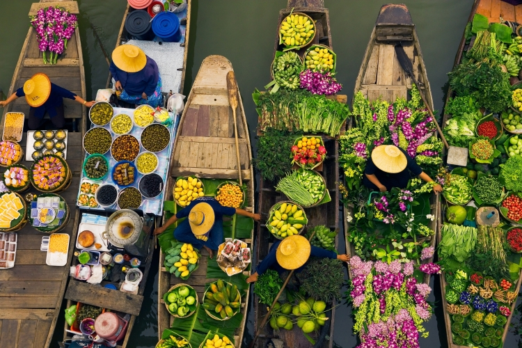 floating markets sell fresh fruits and vegetables, seafood, etc.