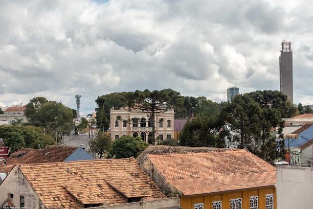 Vista da Sociedade Garibaldi e da prédio da Telepar a partir do Mirante Marumbi
