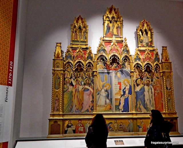Peça de altar pré-Renascentista exposta na Galleria dell'Accademia, em Florença