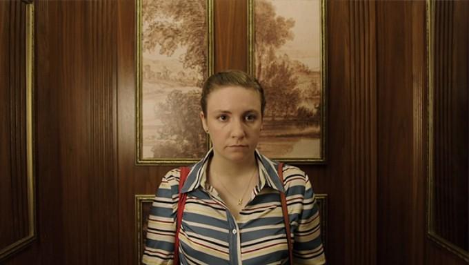 Hannah va a casa del escritor Chuck Palmer