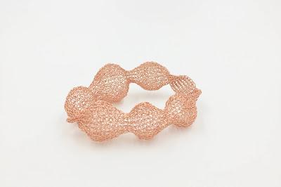 pulsera hecha a mano a crochet