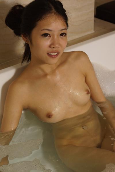 Chinese Naked Girl Sii-Sii Bathing Photo 國模思思沐浴美鮑無聖光套圖