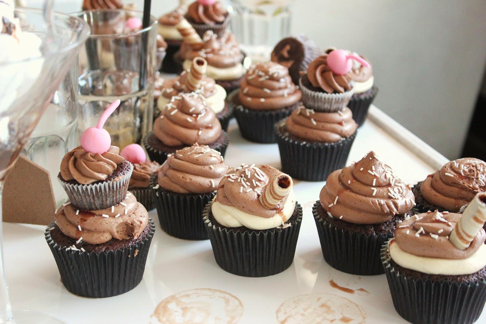 bloggers-love-fashion-week-food-cupcakes