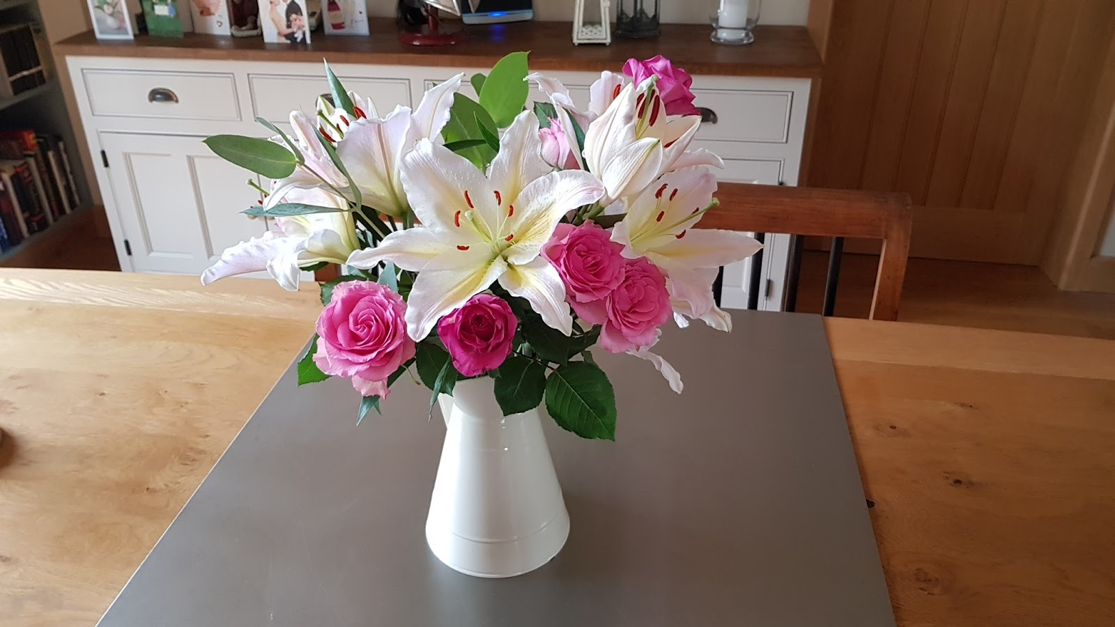 The thoughts of chairman bill rubbish flowers hay received a beautiful bunch flowers that included some lilies while they look fantastic the lilies make the house smell like a funeral parlour and izmirmasajfo