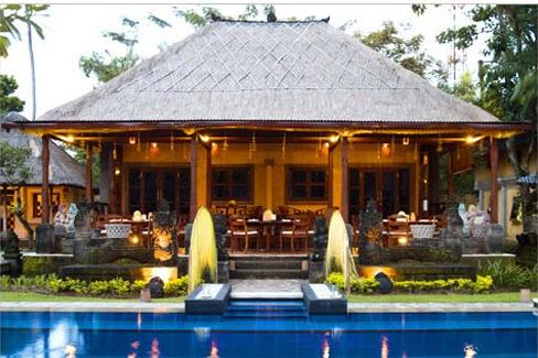 Rumah Kayu Gaya Bali Desain Minimalis