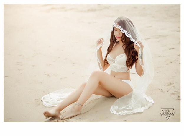 'Hot girl Ty Hồ' hóa cô dâu gợi cảm với nội y trên biển