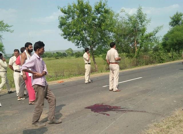 बांदकपुर रोड पर मारुति की टक्कर से बाइक सवार तीन युवकों की मौत.. इंदौर से गयाजी जा रही थी मारुति..