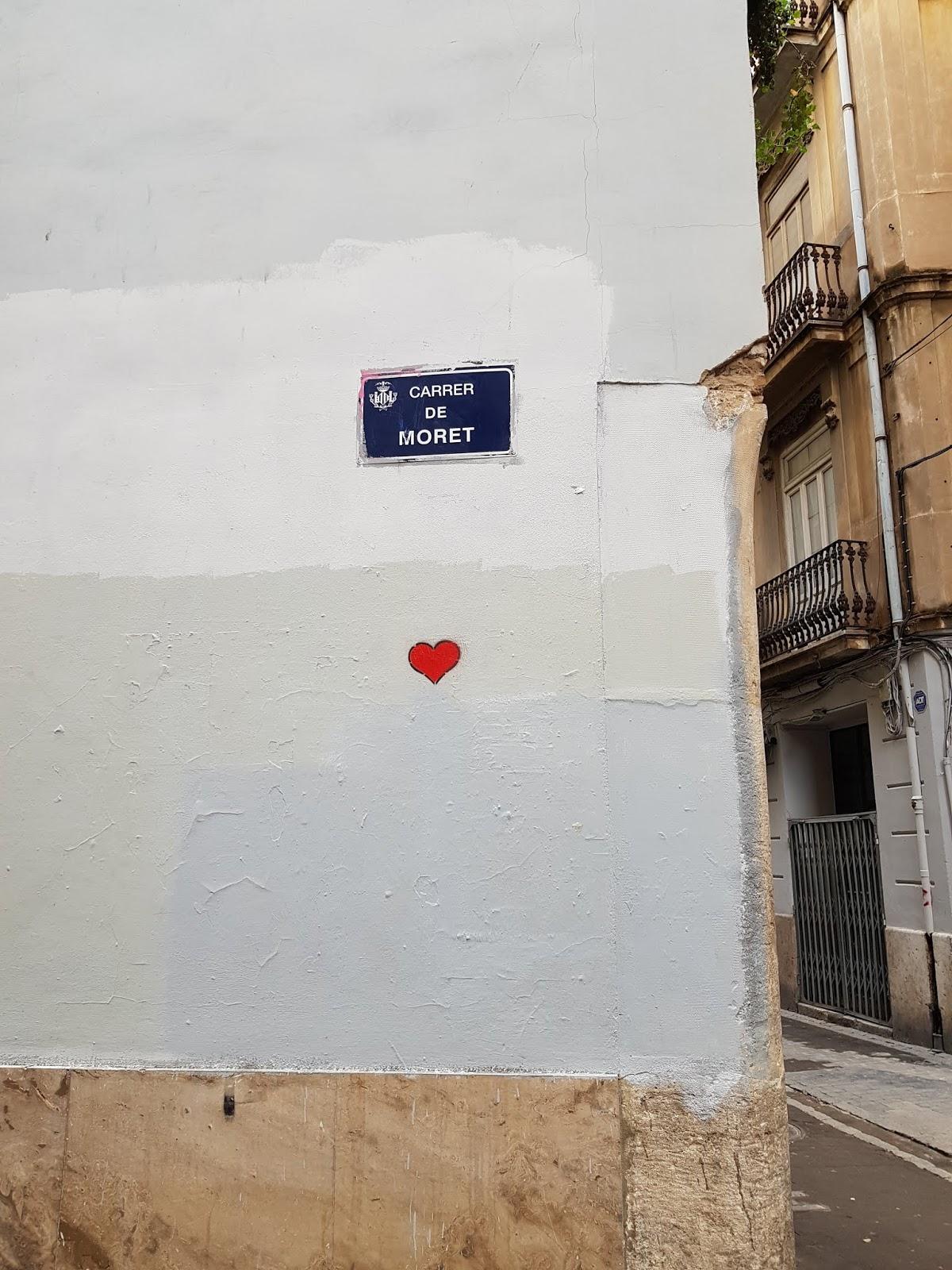 Ulica Moret w Walencji - sztuka, kolory i pocałunki